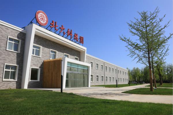 北京大学校长林建华视察北大科技园上地园区项